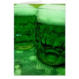 Cerveza del día de St Patrick feliz Felicitaciones
