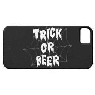 Cerveza del truco o de la invitación de Halloween iPhone 5 Case-Mate Fundas