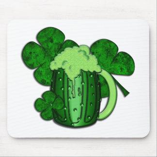 Cerveza del verde del día de San Patricio Tapetes De Raton