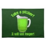 Cerveza del verde del día de St Patrick divertido Manteles Individuales