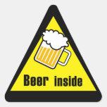 Cerveza dentro calcomania de trianguladas