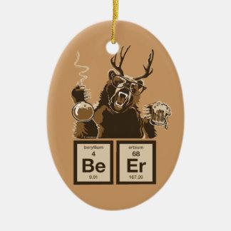Cerveza descubierta oso de la química adorno navideño ovalado de cerámica