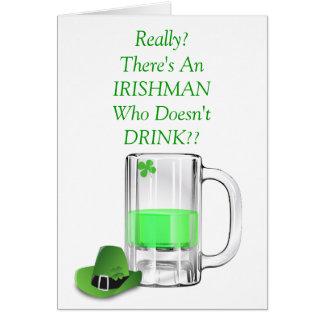 Cerveza divertida del irlandés que bebe el día de  tarjeta de felicitación