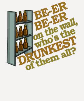 Cerveza divertida en la pared camisetas