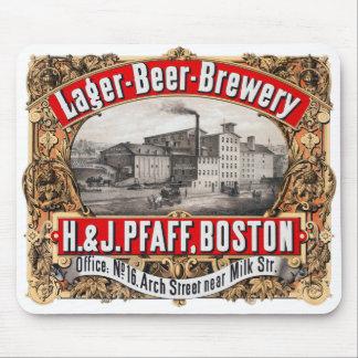 Cerveza dorada Boston de la cervecería H&J Pfaff d Tapete De Ratón