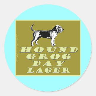 Cerveza dorada del oro del día del grog del perro pegatina redonda