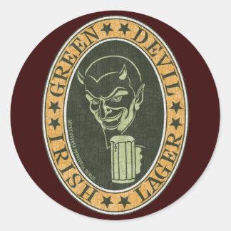 Cerveza dorada verde del diablo pegatina redonda