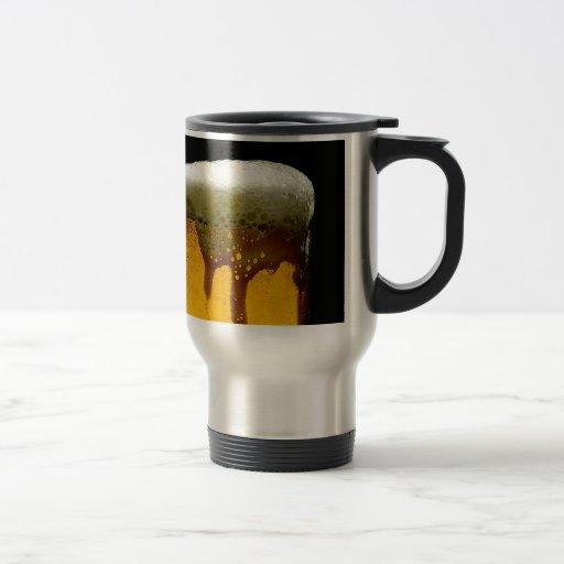Cerveza espumosa taza de café