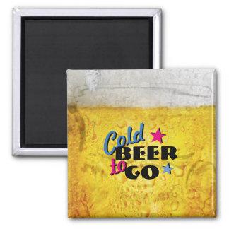 Cerveza fría a ir imán cuadrado