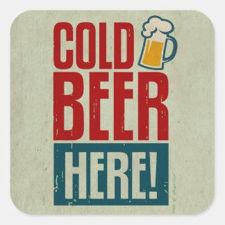 Cerveza fría calcomanías cuadradases