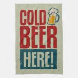 Cerveza fría toalla de cocina