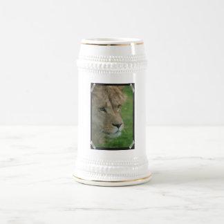Cerveza joven Stein del león Taza De Café