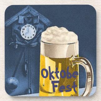 Cerveza Oktoberfest de Octoberfest del reloj de cu Posavasos De Bebida