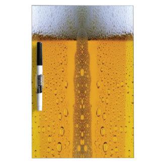Cerveza que hace espuma de Oktoberfest Pizarras Blancas De Calidad
