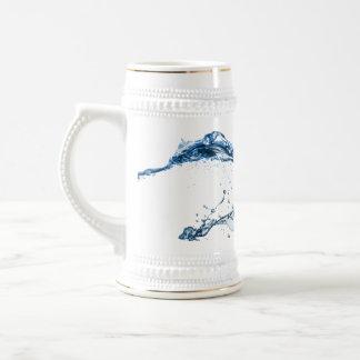 Cerveza Stein - chapoteo del agua Jarra De Cerveza
