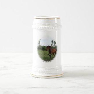 Cerveza Stein del caballo de bahía Taza