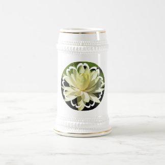 Cerveza Stein del lirio de agua blanca Taza