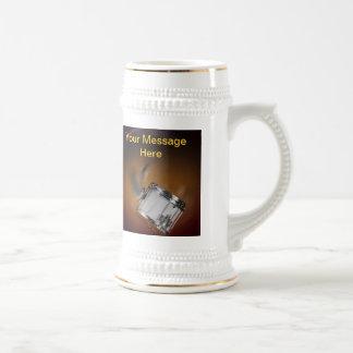 Cerveza Stein del tambor que marcha o taza