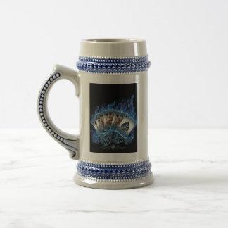 Cerveza Stein - escalera real con las llamas azule Taza