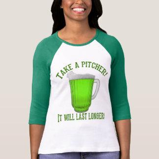 Cerveza verde irlandesa divertida playera