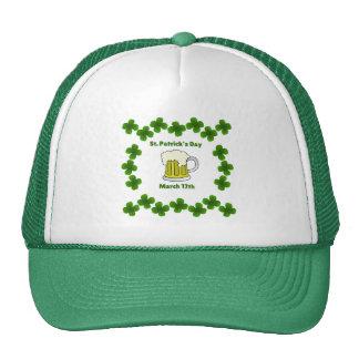Cerveza y gorra del día de St Patrick de los trébo