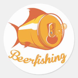 Cerveza y pesca pegatina redonda