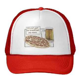 Cerveza y pizza para el gorra del desayuno