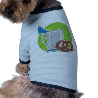 Cerveza y pretzel camisetas de perro