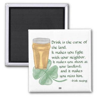 Cerveza y trébol/imán irlandés del refrán