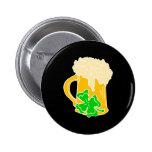 Cerveza y trébol irlandeses pin