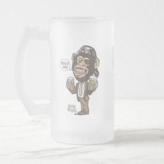 Cerveza yo pirata del chimpancé por los estudios d tazas