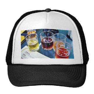 Cervezas de los vidrios gorro de camionero