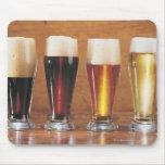 Cervezas y cervezas inglesas clasificadas alfombrillas de raton
