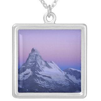 Cervino en el amanecer, Zermatt, montañas suizas, Colgante Cuadrado