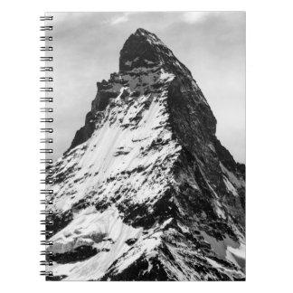Cervino, montañas blancos y negros libro de apuntes con espiral