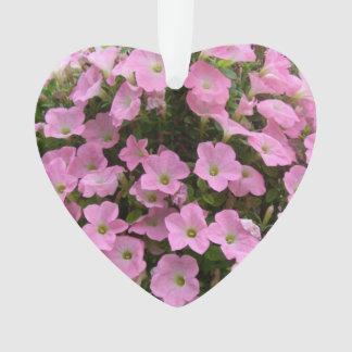 Cesta colgante de flores rosadas