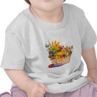 Cesta colorida de la verdura del otoño camiseta