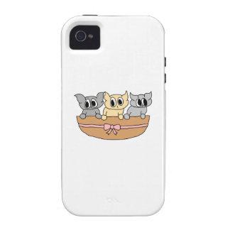 Cesta con 3 gatitos, historieta vibe iPhone 4 carcasa