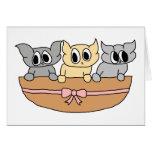 Cesta con 3 gatitos, historieta tarjeton
