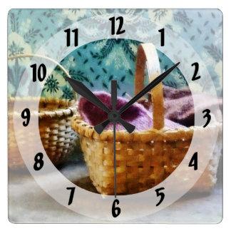 Cesta con hacer punto reloj cuadrado
