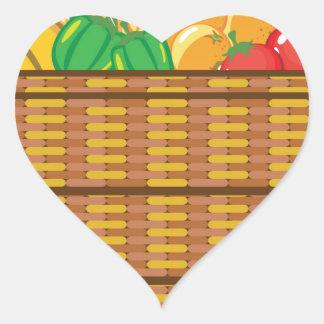 Cesta con vector de las frutas y verduras pegatina en forma de corazón