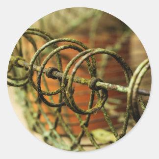 Cesta de alambre del jardín pegatina redonda