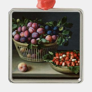 Cesta de ciruelos y cesta de fresas, 1632 adorno cuadrado plateado