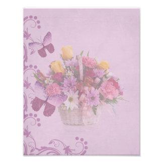 Cesta de flores y de mariposas fotografía