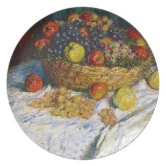 Cesta de fruta con las manzanas y las uvas Claude  Platos