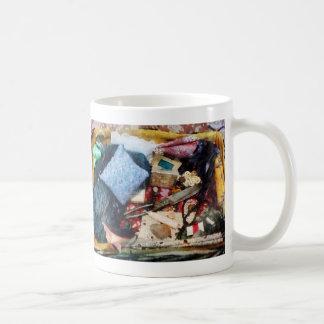 Cesta de fuentes de costura taza