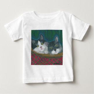 Cesta de gatitos camisas