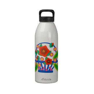 Cesta de las flores botallas de agua