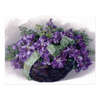 Cesta de las violetas del vintage postal