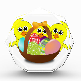 Cesta de los huevos de Pascua y dibujo animado de